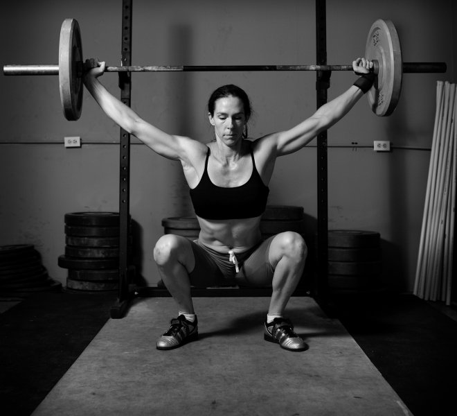 Weight_lifting_black_and_white